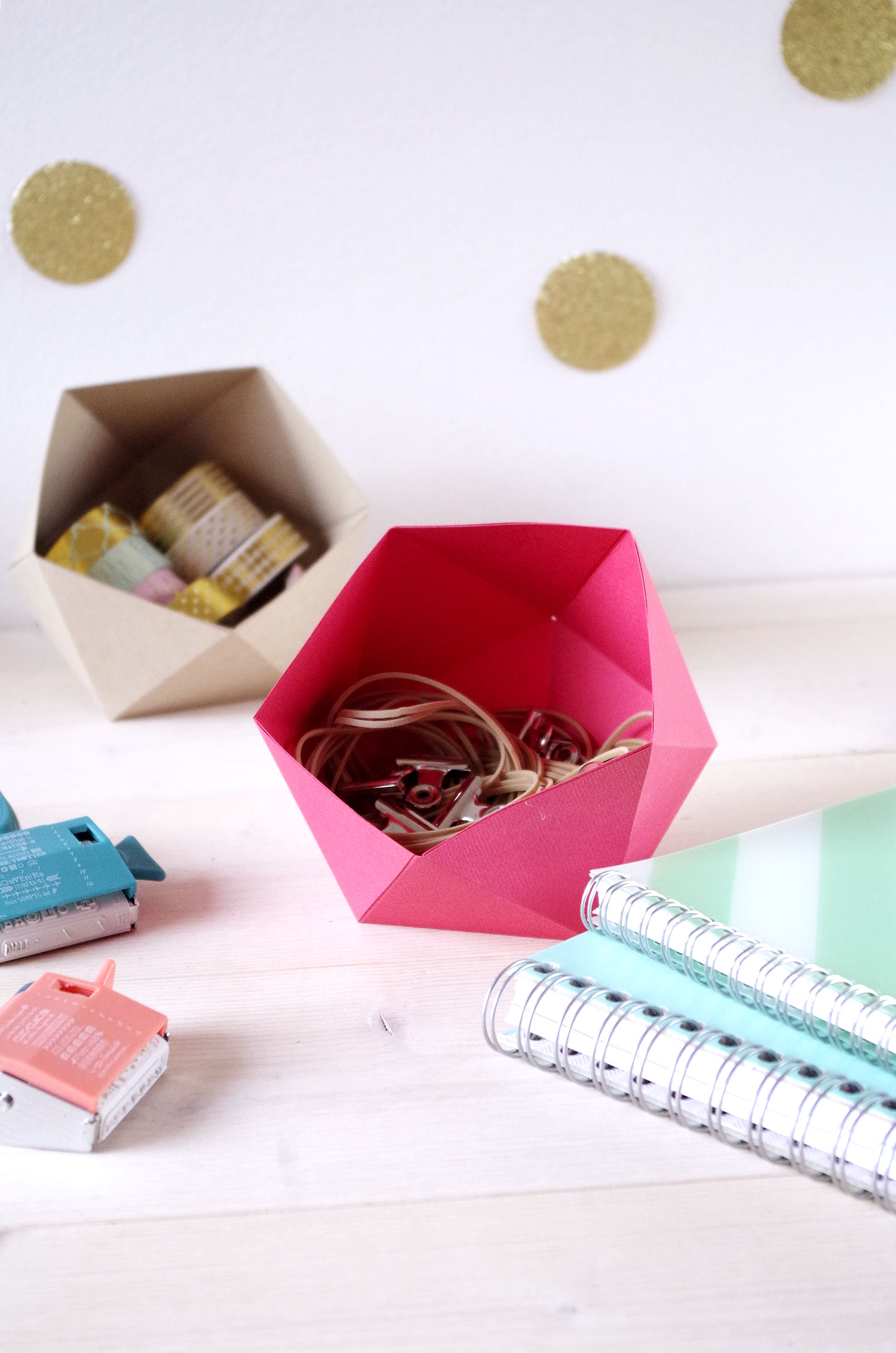 f te unique blog diy photo cr ation diy les vide poches en papier pour le bureau. Black Bedroom Furniture Sets. Home Design Ideas