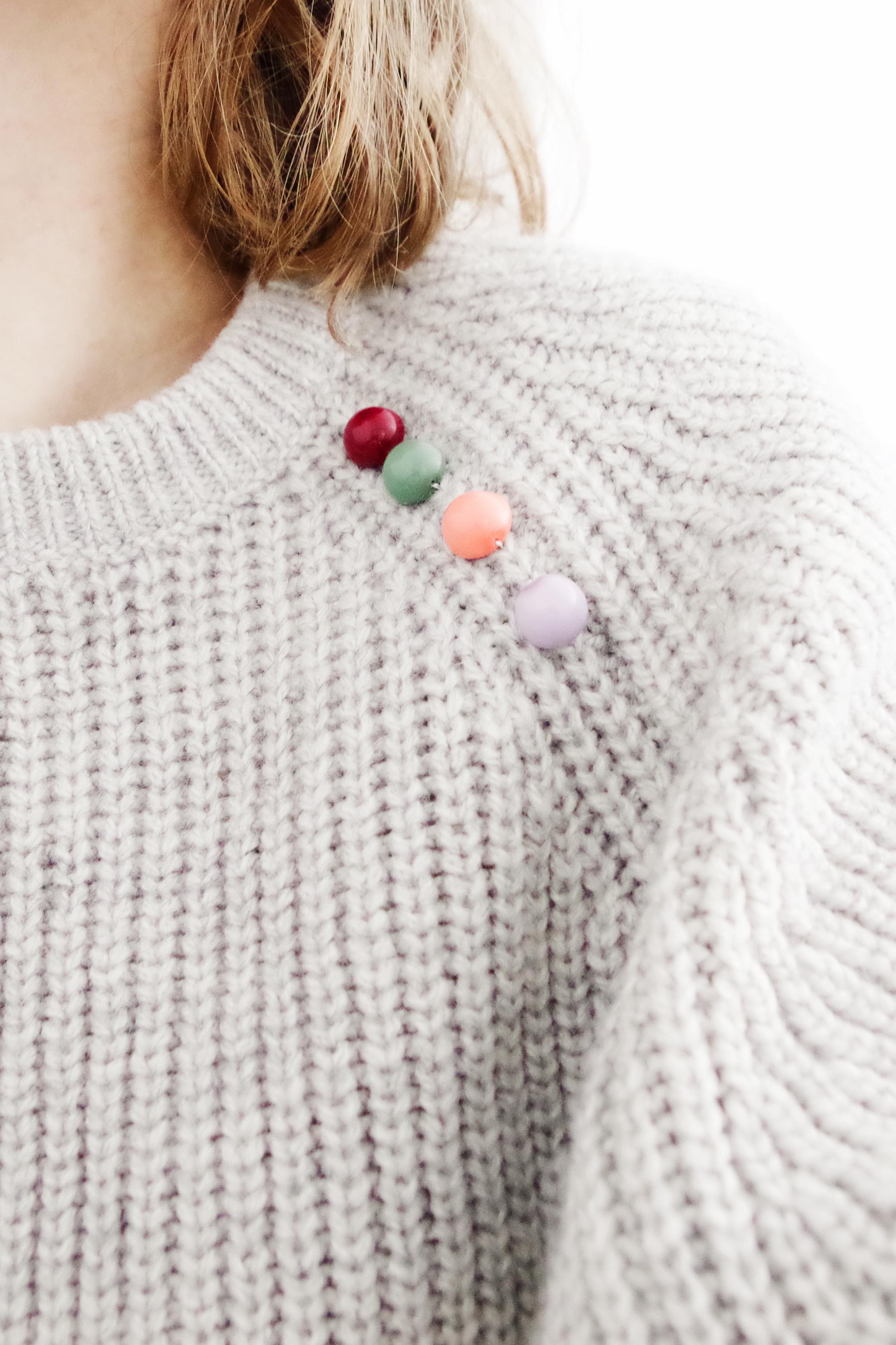 DIY | Mon pull customisé avec des demi-perles